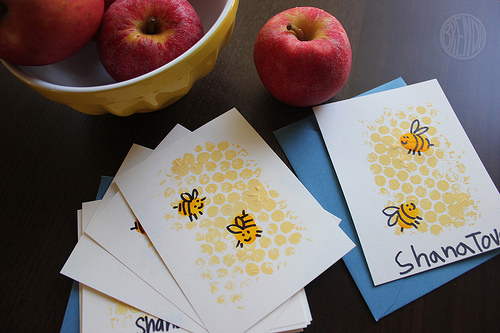 A Rosh Hashanah craft for kids that's very sweet indeed