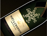 Customized champagne has holidays written all over it