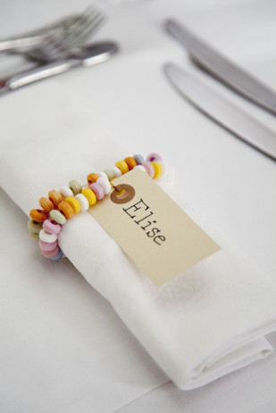 Fun DIY place card ideas for children's parties. Makes us want to go to a party!