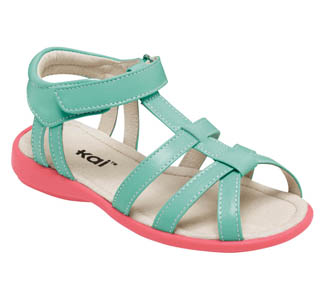 Spring sweetness: mint sandals for little feet