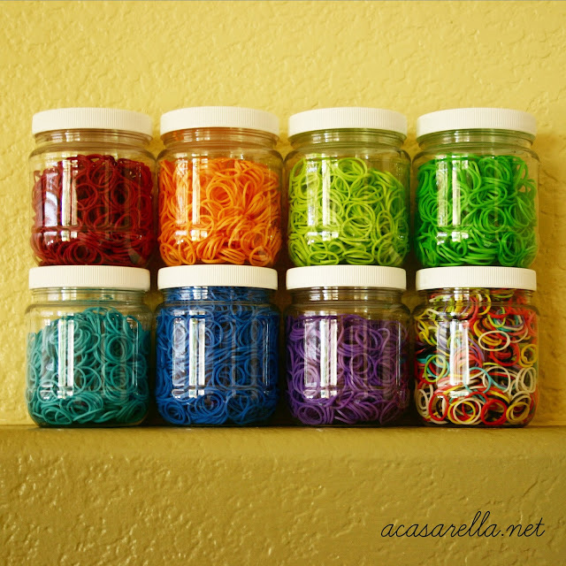 How do I organize Rainbow Loom bands?