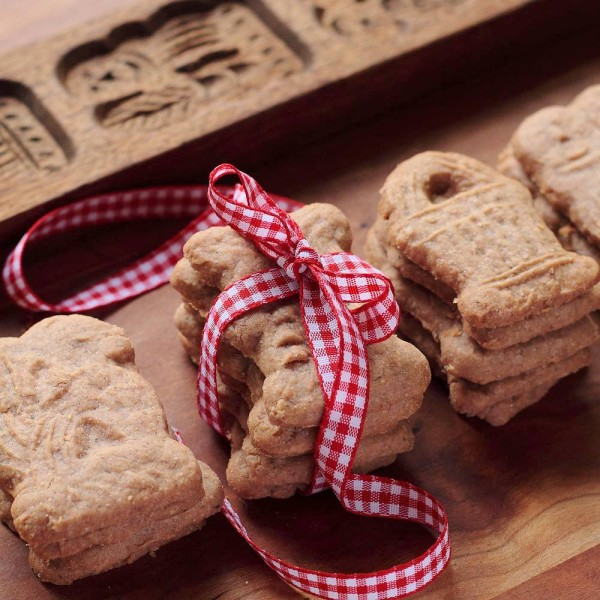 Christmas Cookies Around the World | Cool Mom Picks