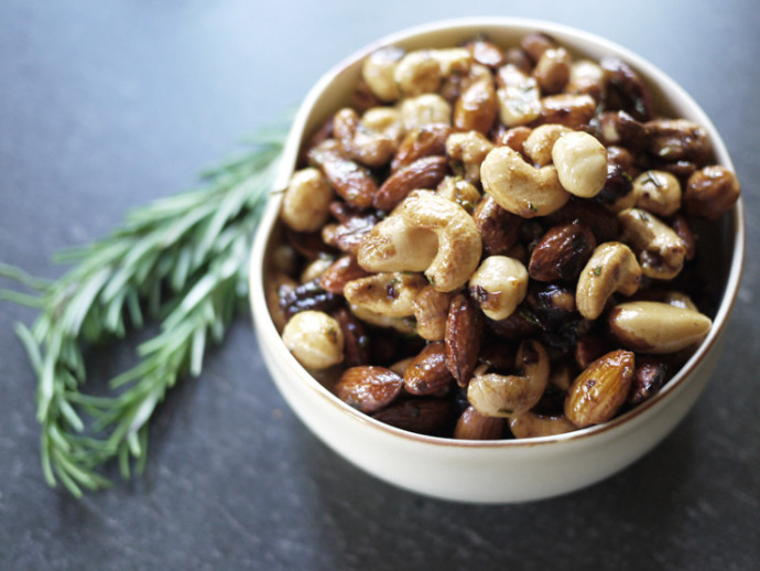 holiday gift: homemade spiced nuts | cool mom picks
