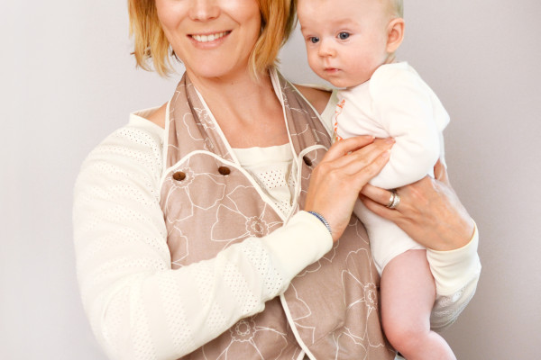 NuzzleHUG hot/cold thermal nursing wrap | Cool Mom Picks