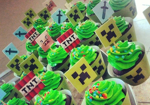 Printable minecraft cupcake toppers/wrappers at Austin Craft Invites