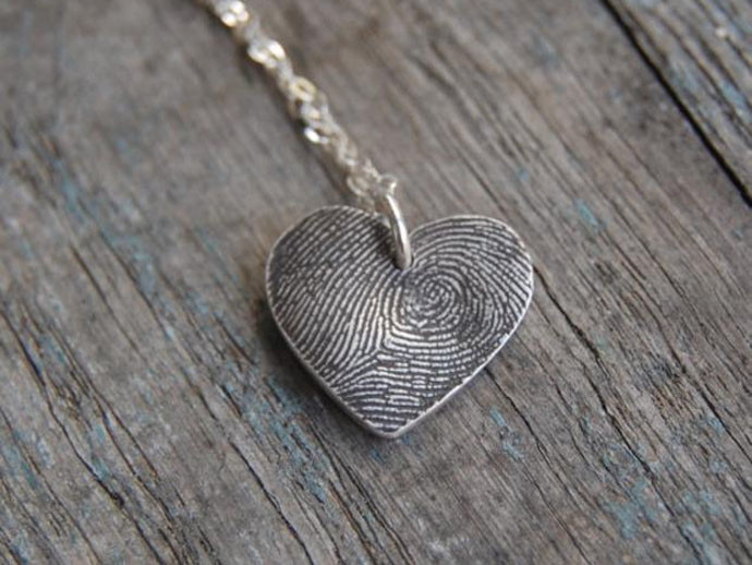 mother's day gift: custom heart fingerprint necklace | cool mom picks