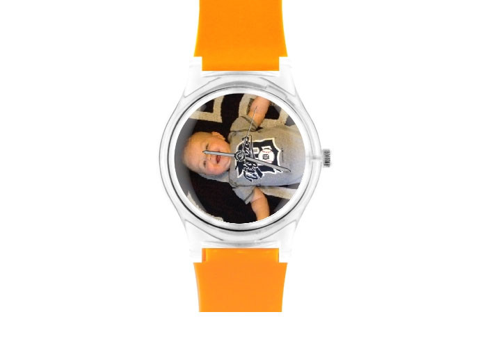 mother's day gift: custom photo watch  | cool mom picks