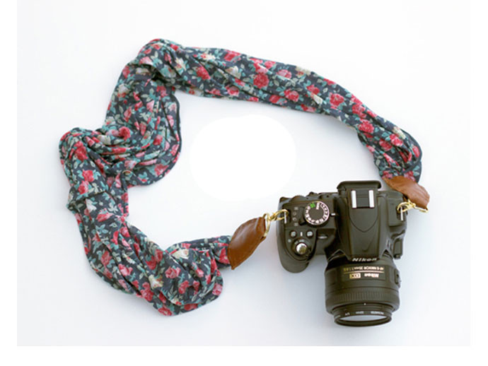 mother's day gift: diy floral camera strap  | cool mom picks