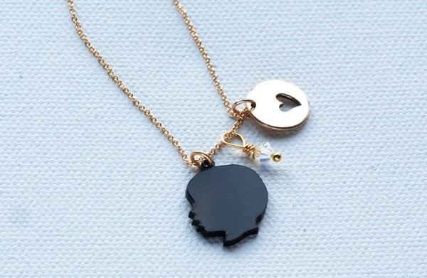 Personalized silhouette necklace for Mother's Day | Le Papier Studio