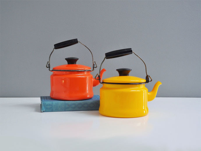 mother's day gift: vintage enamel teapot  | cool mom picks