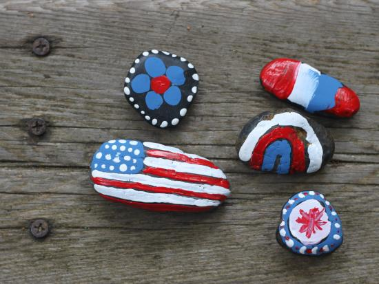 Memorial Day craft for kids: DIY Patriotic rocks | Cool Mom Picks