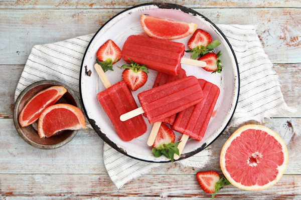 Gourmet Grapefruit and Strawberry Greyhound popsicle recipe by Bakers Royale