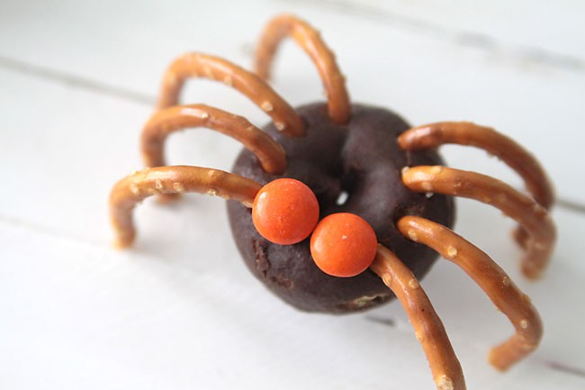 Semi homemade Halloween treats: Donut spiders from It's Always Autumn