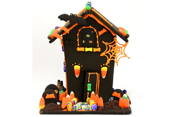 A Halloween gingerbread house? Oh yeah.