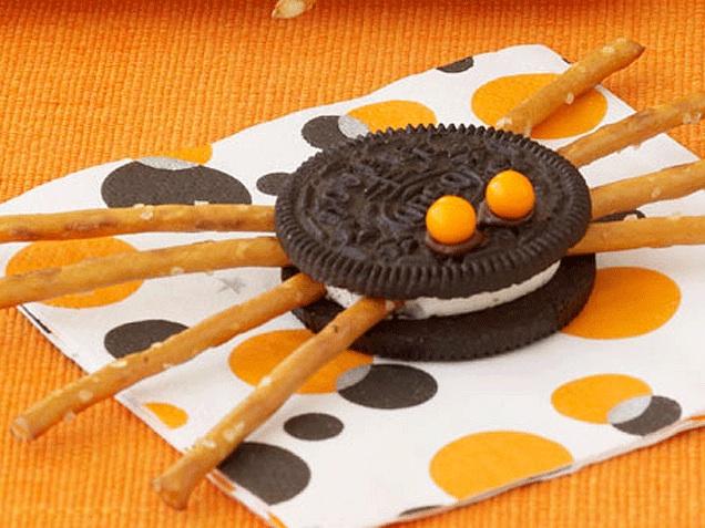 Semi homemade Halloween snacks: Spider Oreos