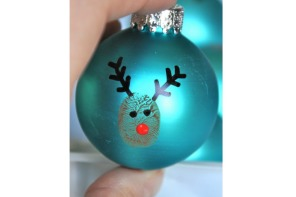 DIY reindeer thumbprint ornaments at Little Bit Funky
