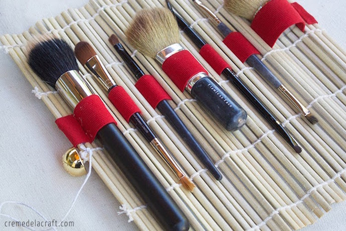 Creative makeup storage idea: Roll brushes in a sushi mat | Creme de la Craft sushi roll makeup brush holder