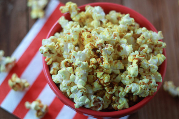 Spicy Curry Popcorn recipe: Oscars party snack | Kitchen Treaty