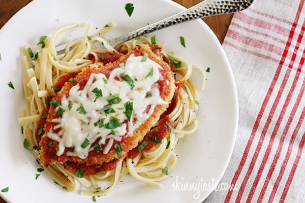 Skinny comfort food recipes: Baked Chicken Parmesan | SkinnyTaste