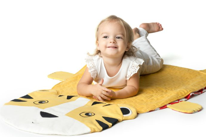 Fun new parent gift: Peripop is a baby play mat, blanket, and floor cushion all in one.