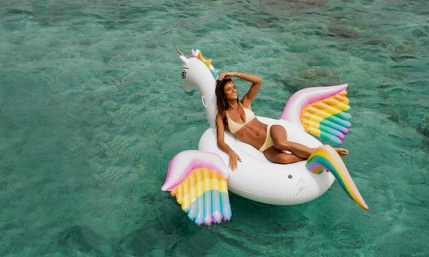 The coolest pool floats, from hot lips to flying rainbow unicorns