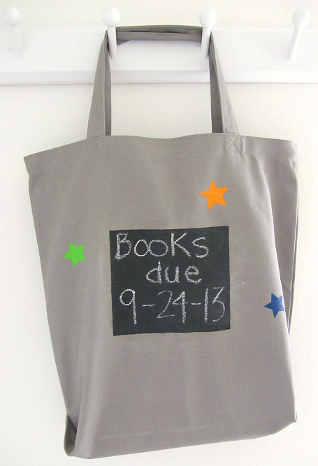 We think this Chalkboard library book tote idea from No Time For Flashcards the perfect addition to our list of DIY holiday teacher gifts.