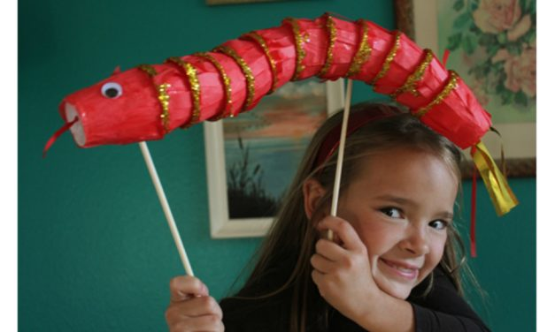 You've got to see this cool DIY dragon craft for Chinese New Year. So fun!