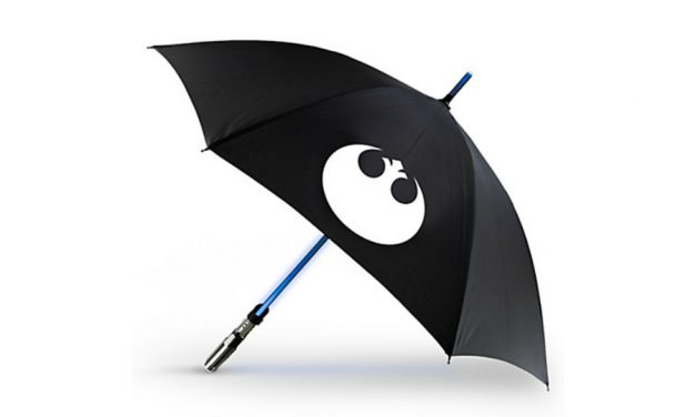 Protect yourself from the elements with this rad Star Wars lightsaber umbrella.