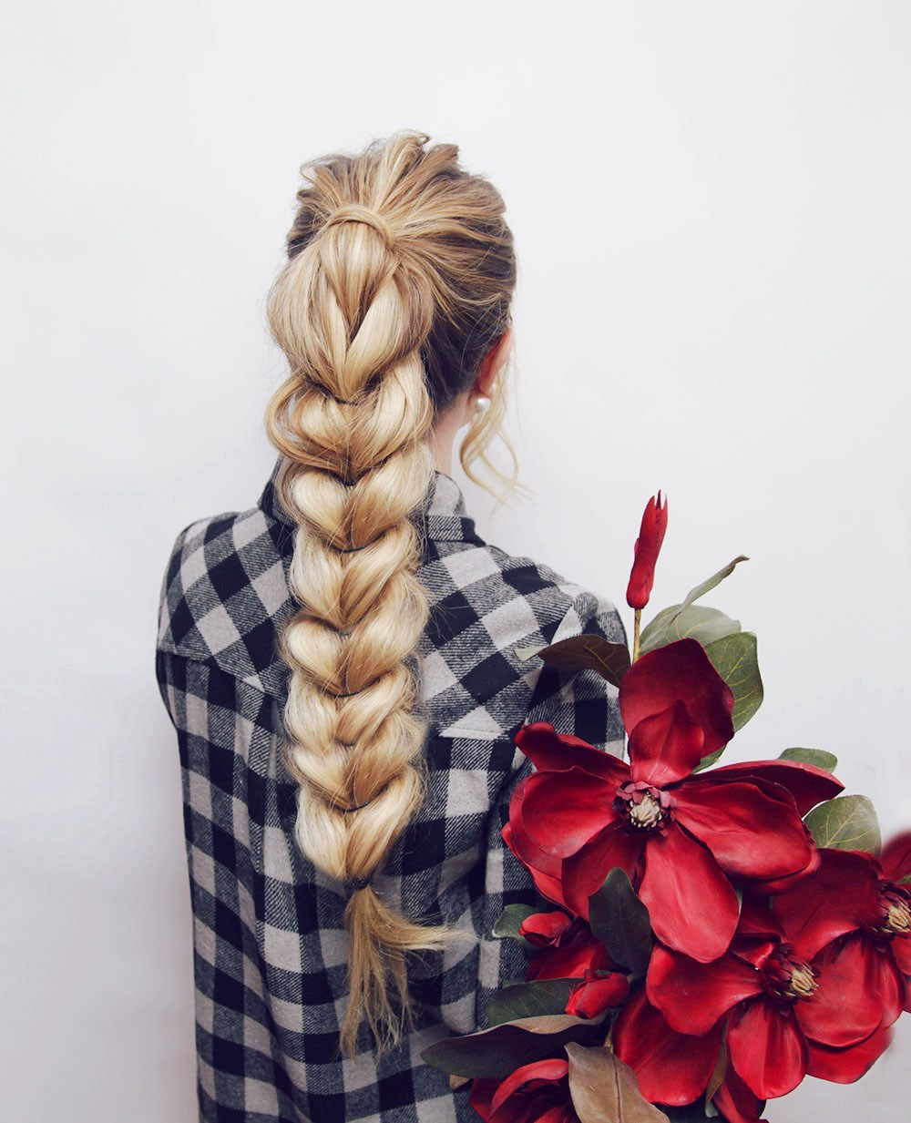Hair braiding tutorials: Pull Through Braid at Kassinka