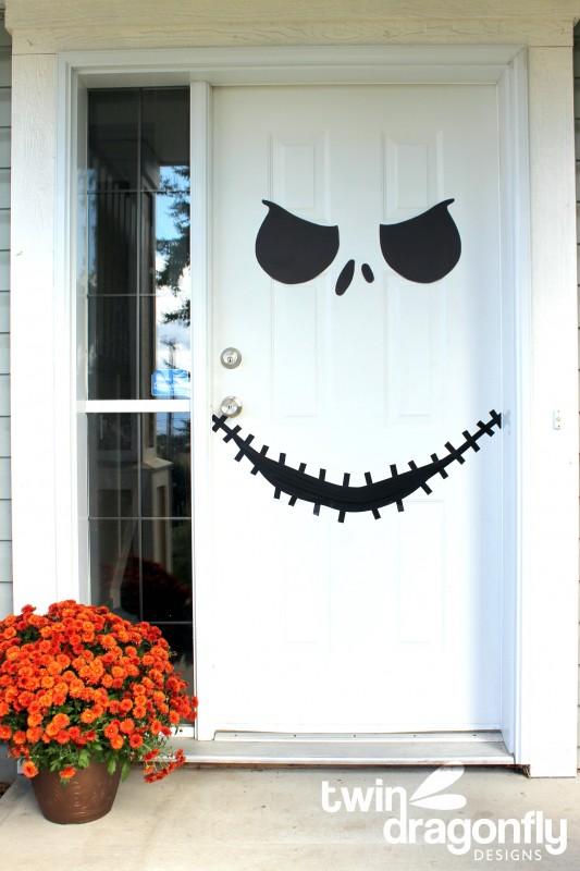 DIY Halloween door decorating ideas  | Jack Skellington from Twin Dragonfly Designs