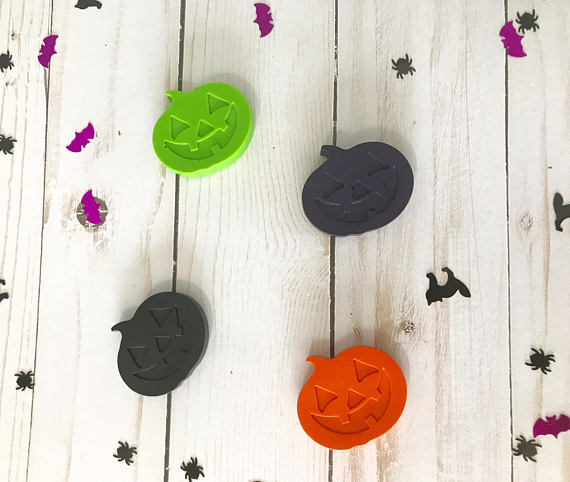 Non-candy Halloween treats: Jack-o-lantern crayons | D'Craft Boutique