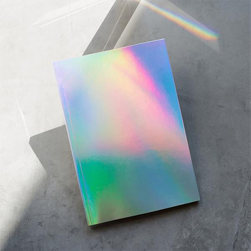 Hologram journal : Glam gifts for a female BFF