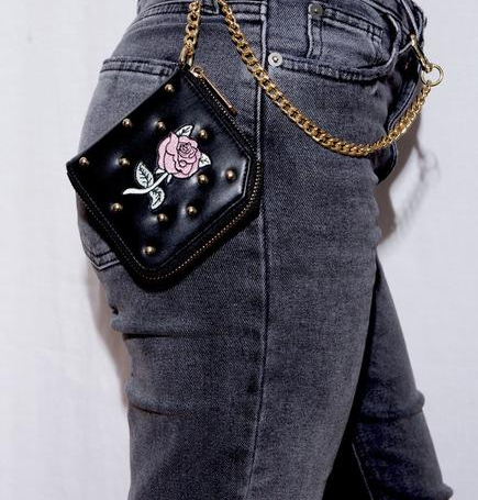 Valentina chain wallet by artist Ilse Valstre | The coolest tween gifts