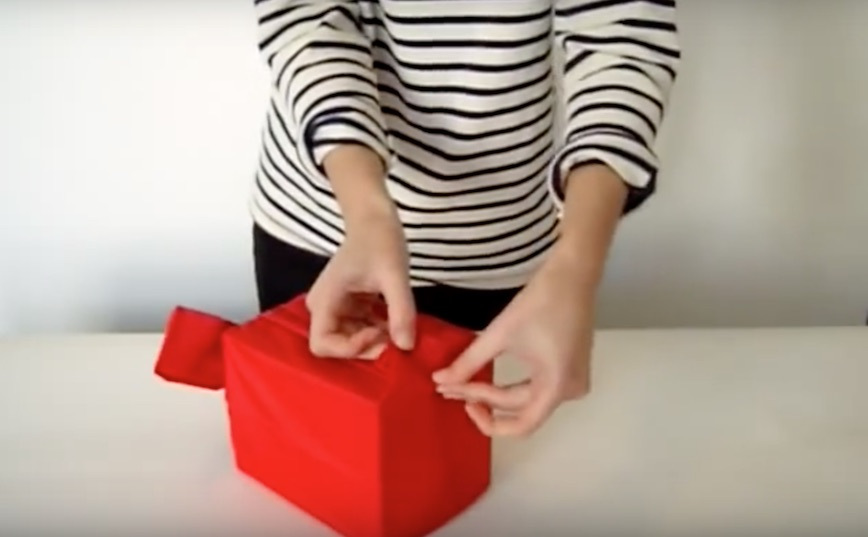 How to wrap a gift using a reusable Baggu bag | Cool Mom Picks