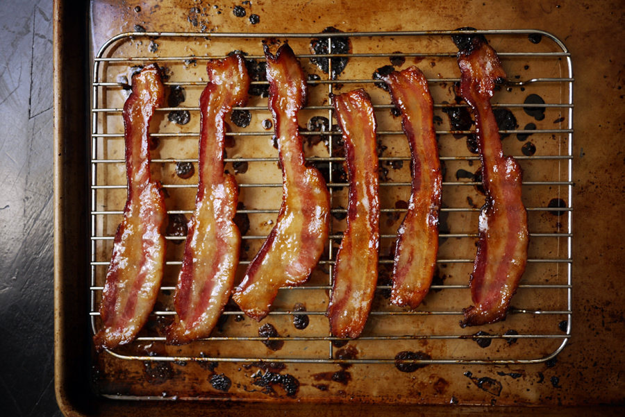 No-Mess Maple Glazed Bacon in the oven -- as in NO MESS! Your new favorite brunch recipe ever. | Cool Mom Eats