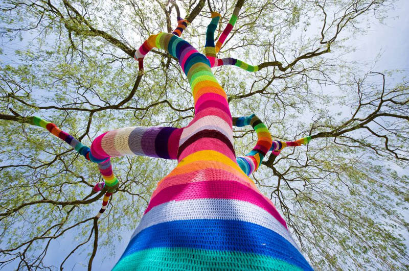 Web Coolness: DIY chalk paint, amazing yarn bombs, and royal baby chat
