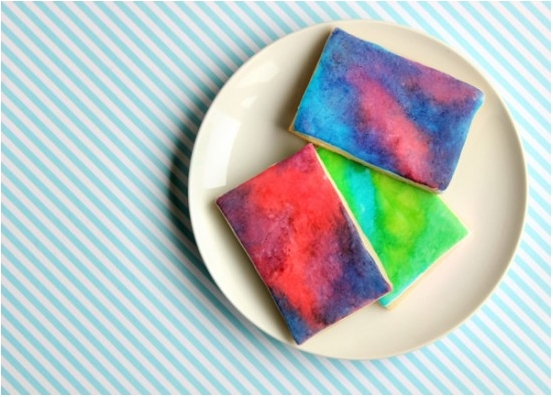 Watercolor cookies, the coolest (and easiest) party favor ever
