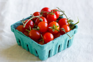 Growing edibles just got easy. Like black-thumb-proof easy.