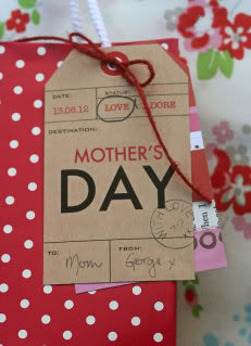 Gorgeous Mothers Day printables – just hit print and end the angst