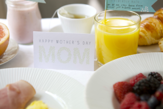 Web coolness – inspiring working moms, last minute Mother's Day gifts, and breakfast in bed.