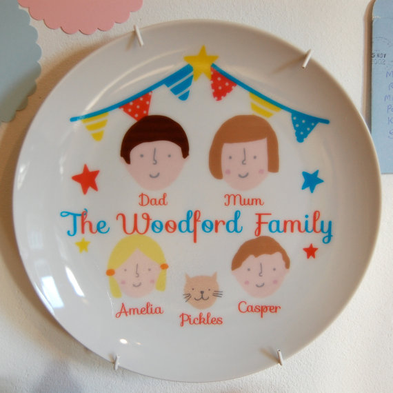 These custom family plates are holiday-perfect