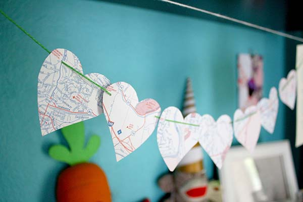 diy valentine's heart garland from upcycled maps