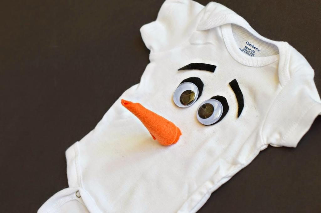 DIY Olaf Halloween costume for baby at Mommy Testers