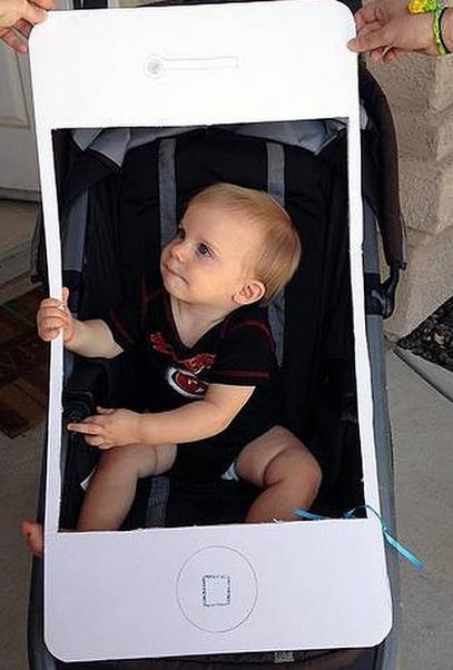 DIY iPhone stroller baby Halloween Costume via Rookie Moms