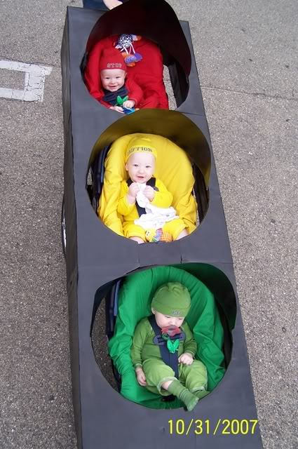 Creative Halloween Costumes for Triplets: Stoplight via Triplet connection