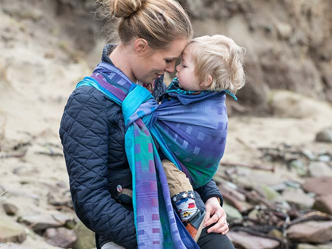 Wearing your baby with even more style, thanks to 4 cool baby carriers.
