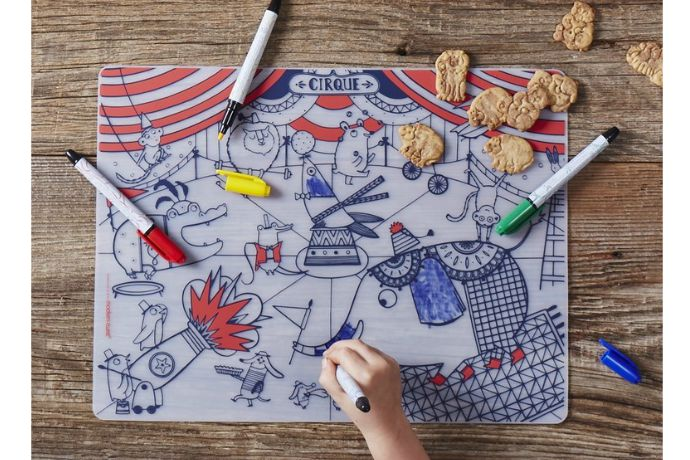 6 ways to entertain kids in restaurants without (gasp) pulling out a screen.