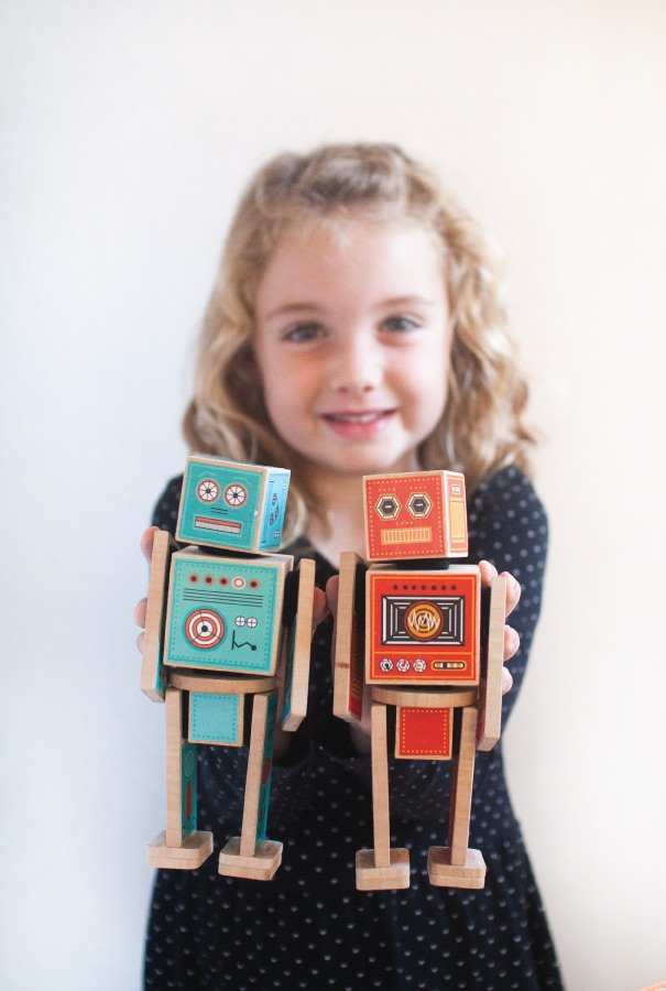 Ollibots DIY printable robot toys - a set comes with parts for 6 robots