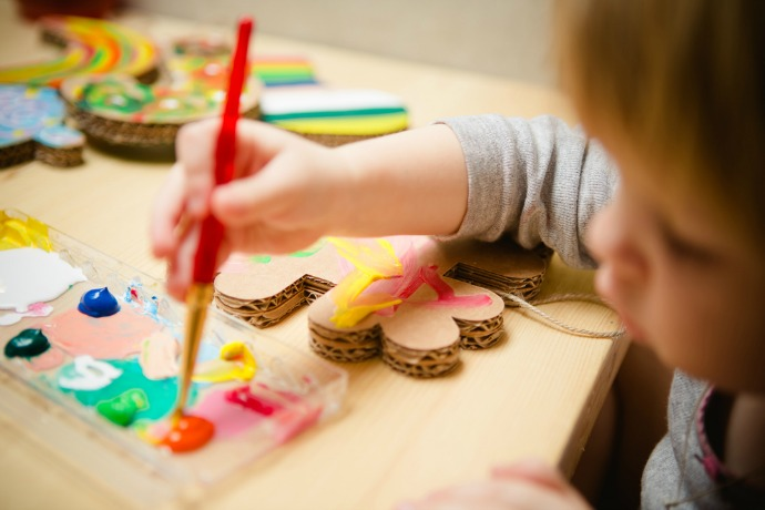11 creative painting projects for kids. Get out the brushes! Or…bubble wrap?