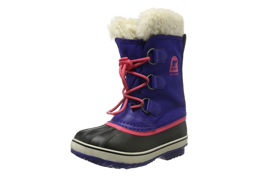 6 fantastic pairs of kids' winter boots on sale right now. Hurry!